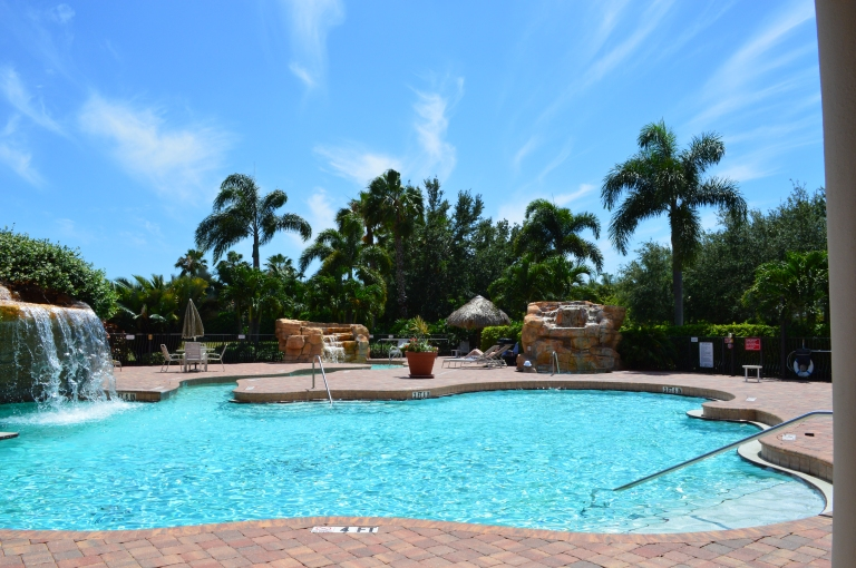 Look at that blue sky! Don't you just feel like you are on vacation looking at this pool?