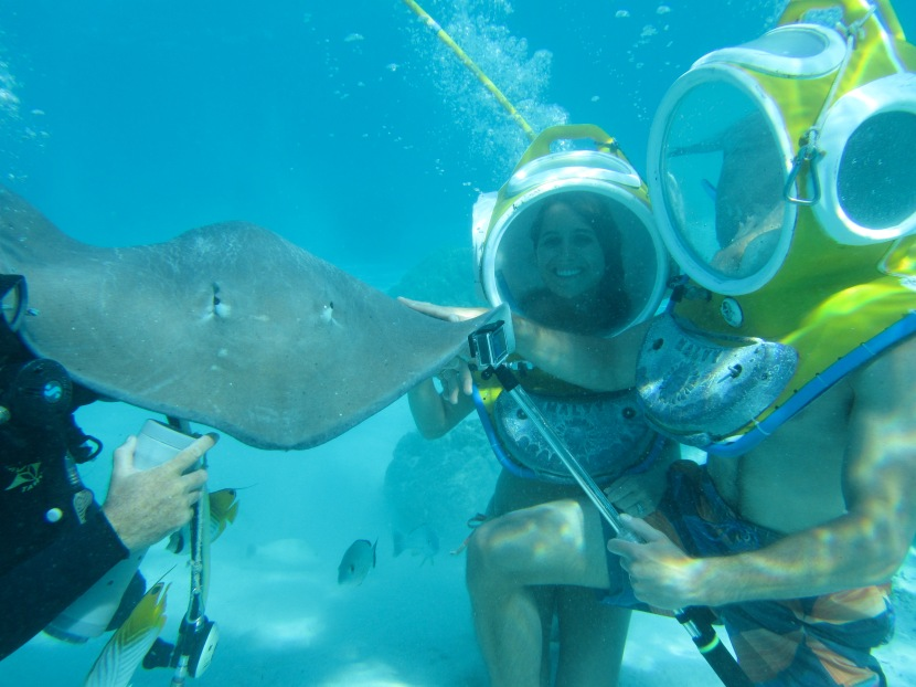 Sting Ray Helmet Dive: Moorea,Tahiti